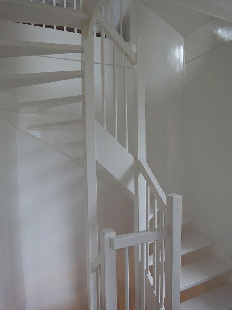 schilder-hermans-binnen-trap-trappen-trappenhuis-wit